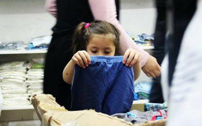 توزيع الألبسة على 1500 شخصا من السوريين المحتاجين أغلبهم من الأطفال