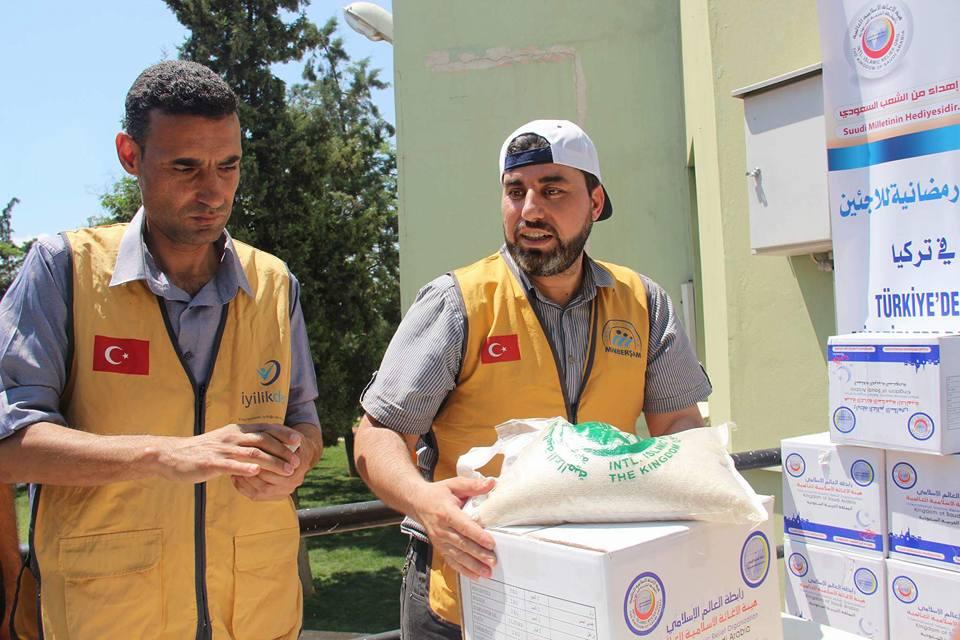 توزيع 1000سلة غذائية على معلمي مدارس منبر الشام ومعلمي التعليم البديل وقسم من العوائل المحتاجة